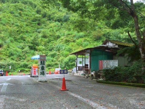 御岳登山鉄道滝本駅400m手前の駐車場