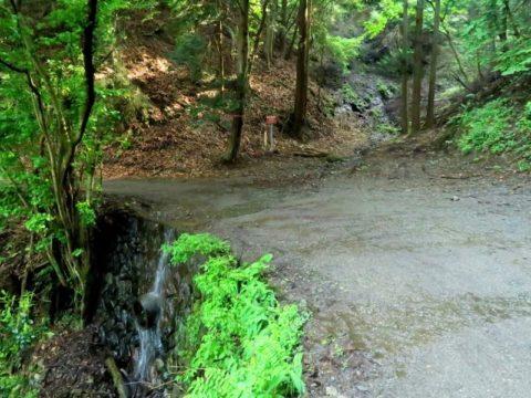鍋割山水場