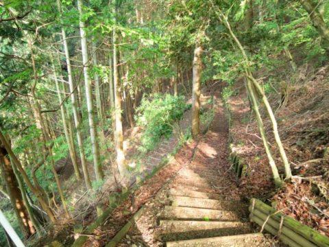 西山林道黒竜の滝階段