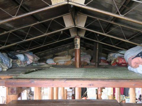 鍋割山荘屋根裏部屋