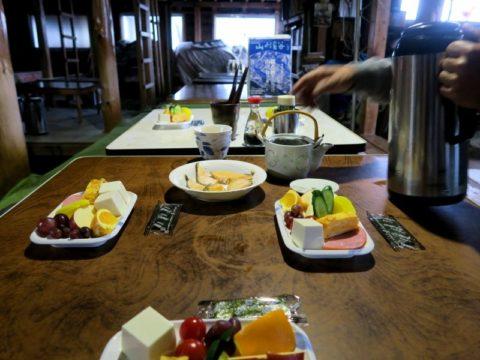 鍋割山荘朝食