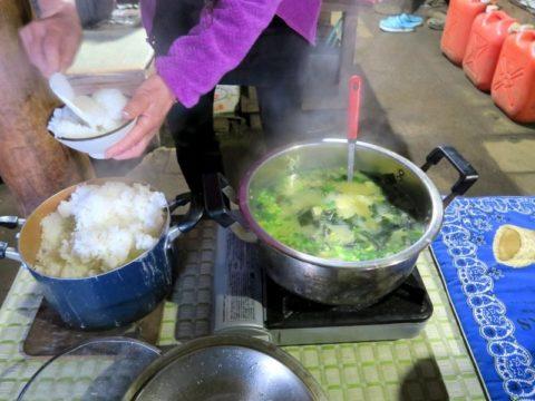 鍋割山荘食事