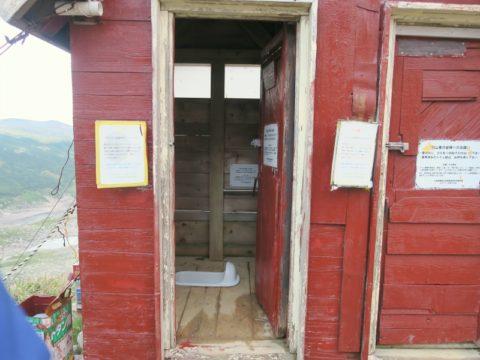 白雲岳避難小屋トイレ内