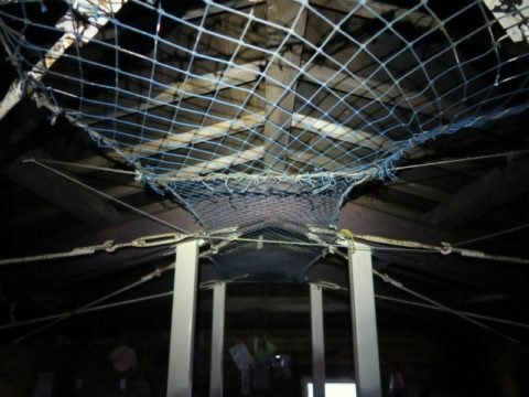白雲岳避難小屋2階の天井