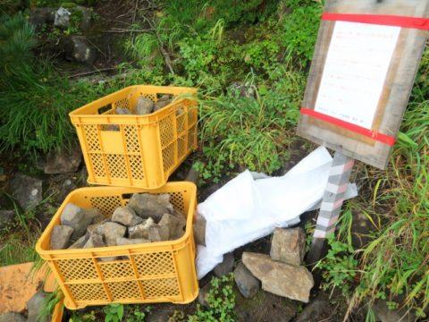 赤岳登山道の石