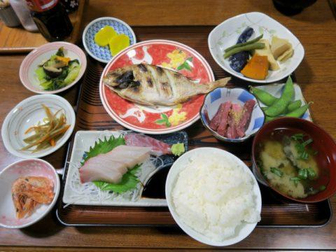 民宿山茶花夕食
