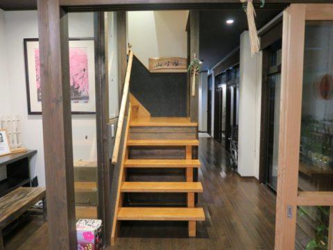 湯之谷温泉ゲストハウス階段