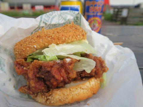 ラッキーピエロ港北大前店チャイニーズチキンバーガー