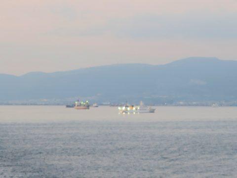津軽海峡イカ釣り船