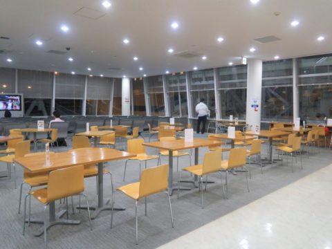 青森港フェリーターミナル2階待合室